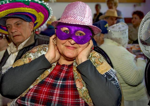 פורים 2018: מסיבת תחפושות של קשישים משכונת עזרא ומשכונת התקווה. צילום: מיטל אזולאי - 13