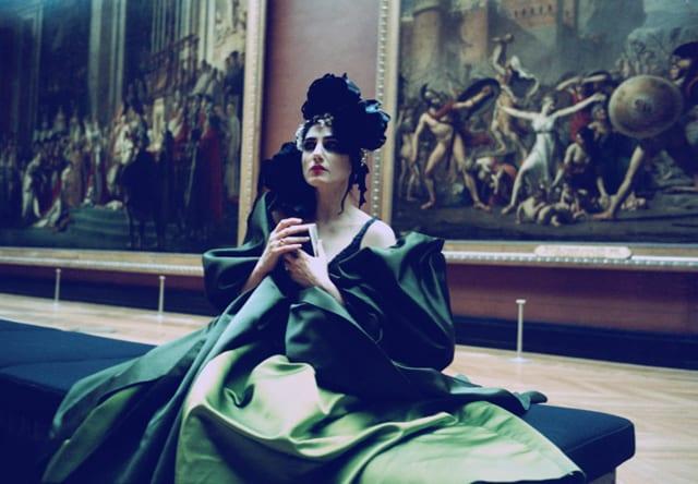 רונית אלקבץ כציון בסרטו של ז׳וזף דדון, 2006 שמלת קוטור: כריסטיאן לקרואה. קרדיט אמן: יוסף ז׳וזף דדון - 2