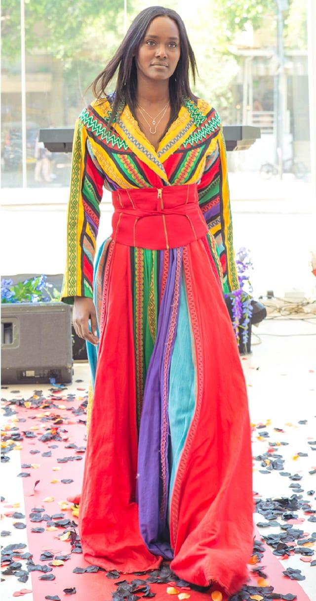 טהוניה רובל בתיאטרון הבימה בתצוגת אופנה: ״היפוך מגדרי״ בשיתוף המרכז הגאה, efifo, אתר אופנה. צילום: דביר גיחז -1