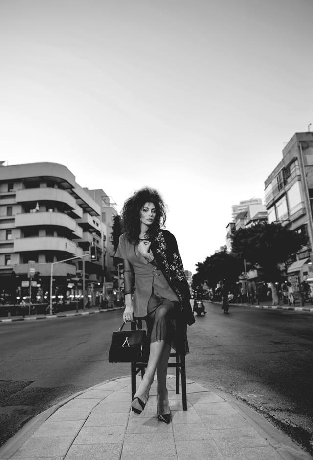 שלמת רשת ושמלת זמש: זארה, תכשיטים: הבורסה ליהלומים, נעליים, תיק ומעיל: בוטיק מצדה-כיכר המדינה