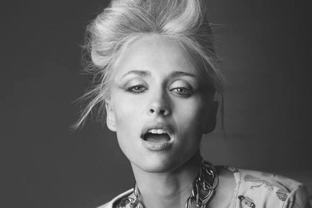 אישה יפה: לי לוי כוכבת ׳אמזונס׳.