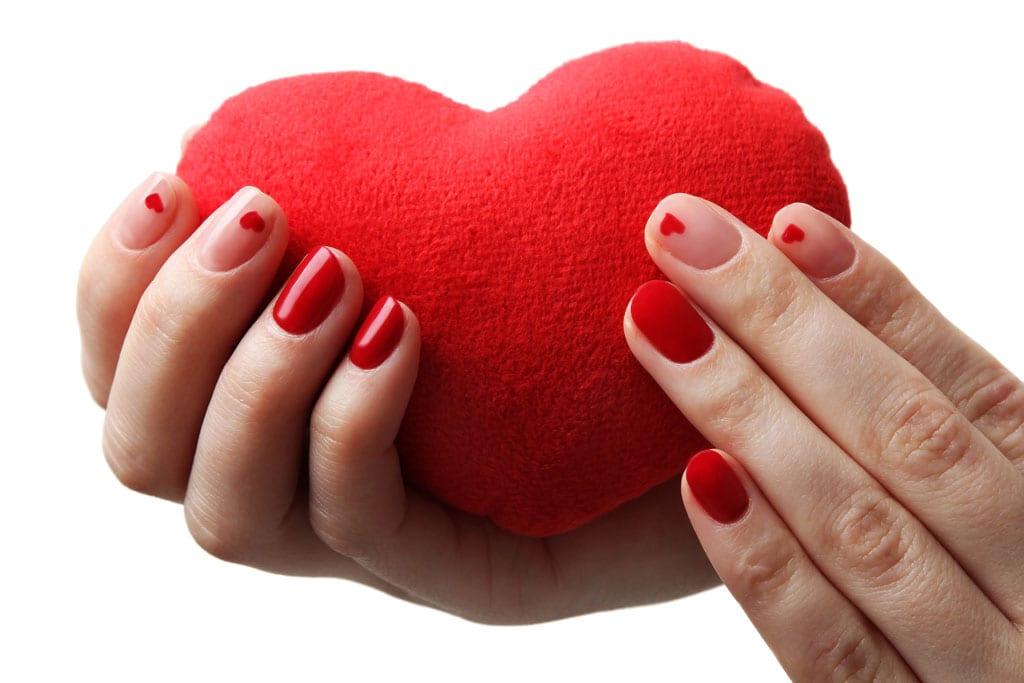 בתמונה: מראה מניקור ציפורניים מיוחד ליום האהבה ברשת yullia צילום יח״צ-1