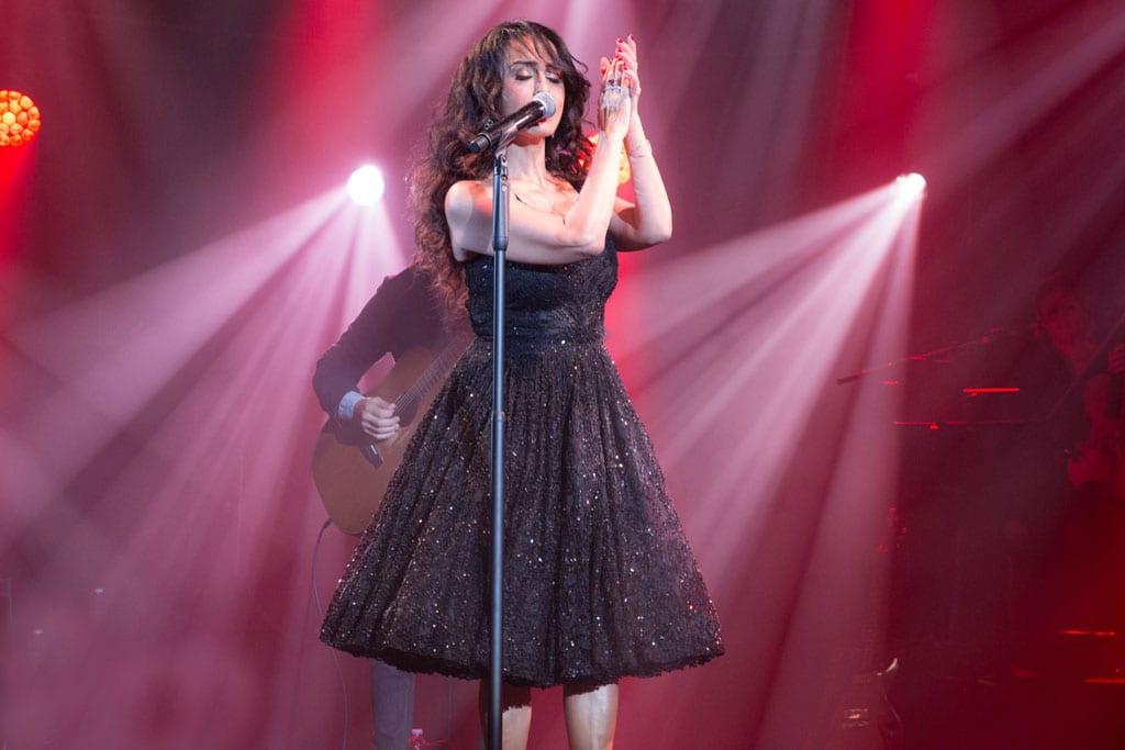 בתמונה: ריטה בשמלה שעיצבה לה ענבל דרור. צילום: יח״צ -9