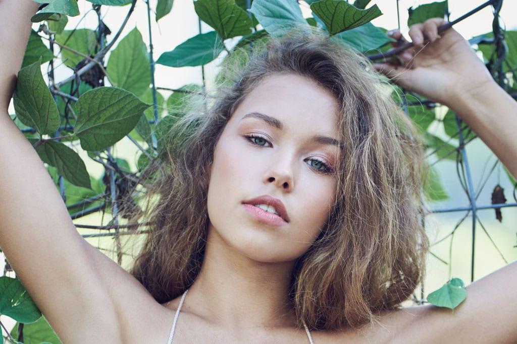 בצילום: הילדה הכי יפה בגן. צילום: חי טורג'מן איפור ושיער: רוני פיבין טורג'מן דוגמנית: עדי וולפמן ל-SAYTALENT10