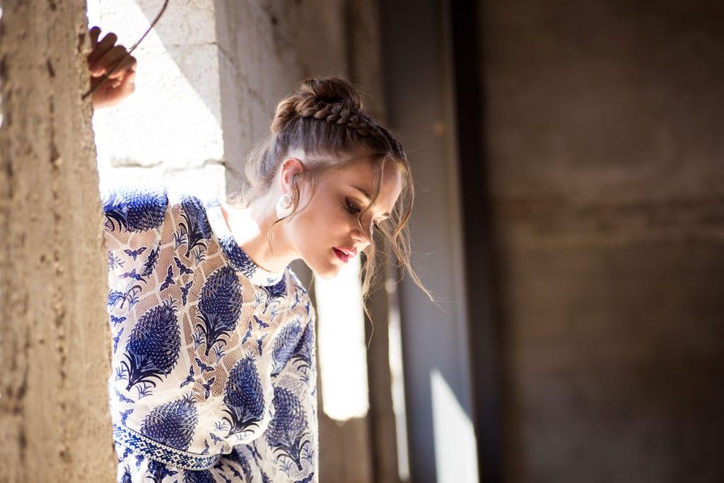 בצילום שמלה: מונה ליזה, תכשיטים: שרון סטאר, כובעים: כיסופים -1