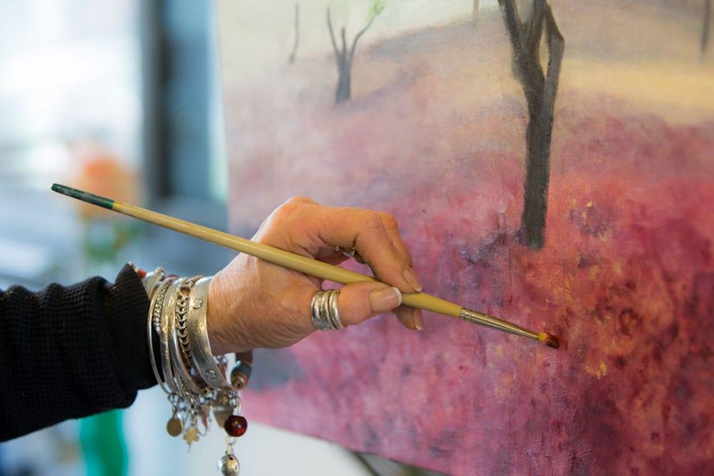 ציור, אמנות, תערוכה, גלריה: ראיון עם קרני הוכשטטר, ציירת, ג׳ינג׳ית, ספורטאית, אלופת ישראל, פסיכולוגית קלינית ודיסלקטית