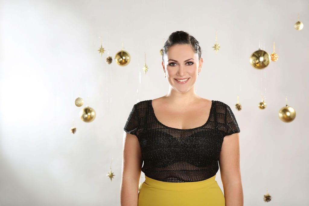 EFIFO. מגזין אופנה. טליה, שמלות במידות גדולות בסטייל נוצץ לסילבסטר
