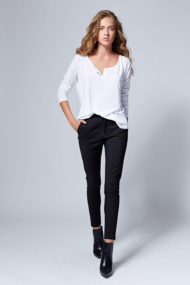 לי קופר. חולצה: 119.90 שקל. מכנסיים: 179.90 שקל. צילום: הילה שייר