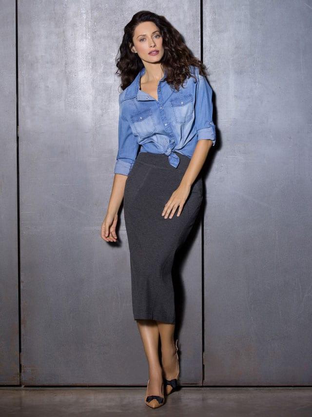 רשת האופנה דיסקרט חולצת ג'ינס 149.90 שח חצאית אפורה מחיר 169.90 שח צילום יריב פיין וגיא כושי - 1