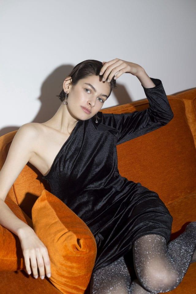שמלה שחורה של קסטרו לסילבסטר 2017. צילום דנה קרן, מגזין אופנה, Efifo