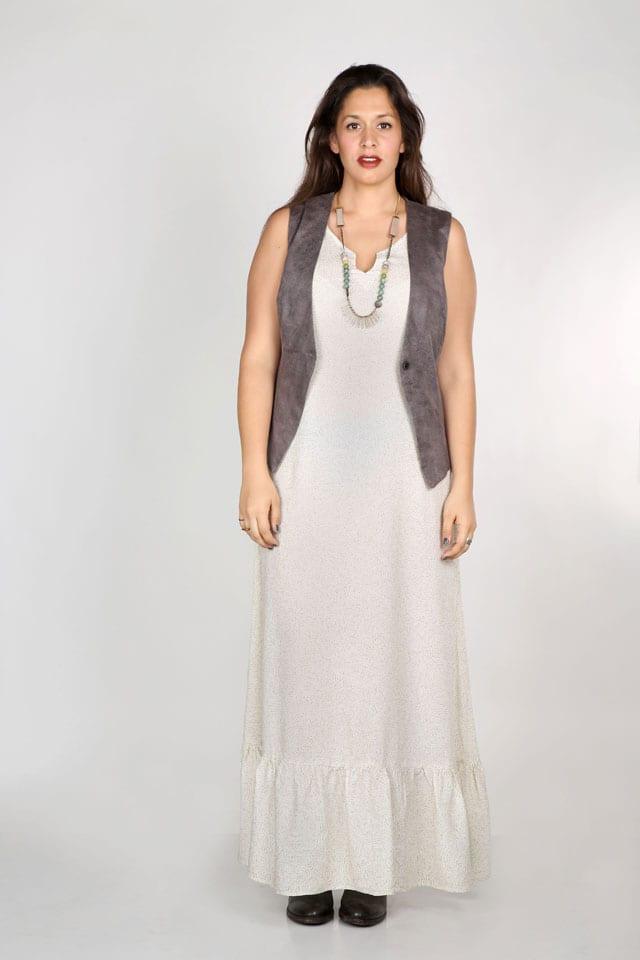 שמלה שחורה ולבנה למידות גדולות-2