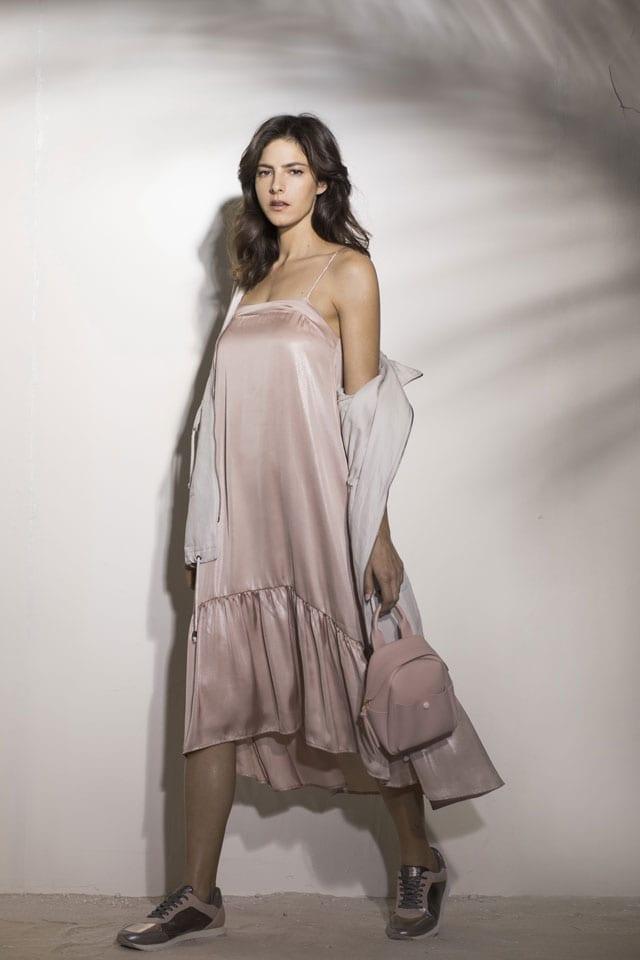שמלת פרום מסאטן ורוד, שמלת נשף ורודה, שמלת אירועים ורודה מסאטן של גולף. צילום: רונן פדידה, אופנה, טרנד , פרום, prom, efifo, אתר אופנה, סטייל