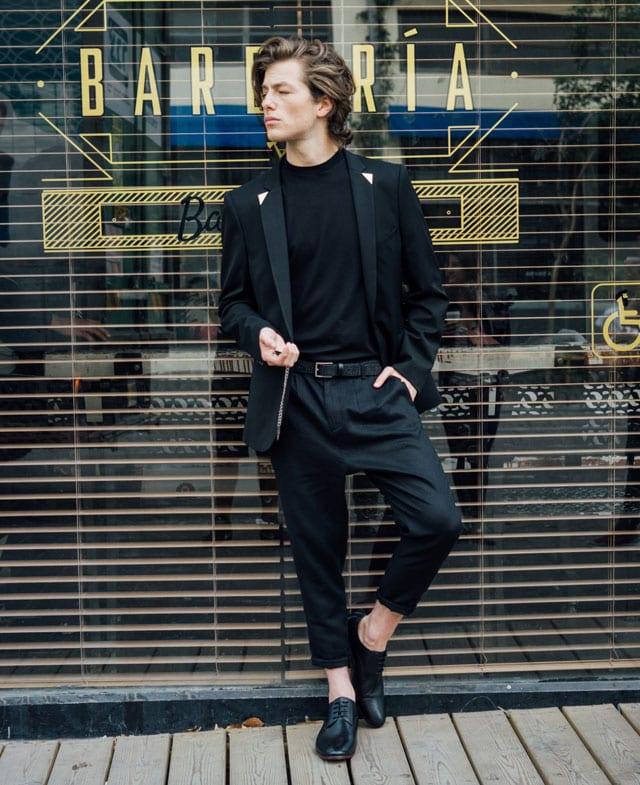 גפן ברקאי לבוש לנשף פרום. רנואר קולקציית קפסולה עם איתי בצלאלי קיץ 2017 צילום אלון שפרנסקי. גפן ברקאי, חליפה לנשף פרום, חליפת חתן, חליפה שחורה, וסט שחור, נעליים לנשף פרום, נעלי גבר שחורות, prom, efifo, אופנה, fashion, אתר אופנה