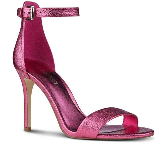 נעלי עקב לנשים, נעלי נשף, נעלי אירועים, נעלי עקב נוצצות, נעלי נשף, efifo, אתר אופנה, נעלי עקב מטאלי בורדו, prom, נעלי נשף פרום של ניין ווסט. צילום: ירון ויינברג