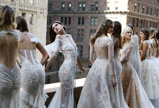 בתמונה: Inbal Dror Bride Dress. שמלות כלה של ענבל דרור. צילום: אייל נבו. צילום: אייל נבו - 2
