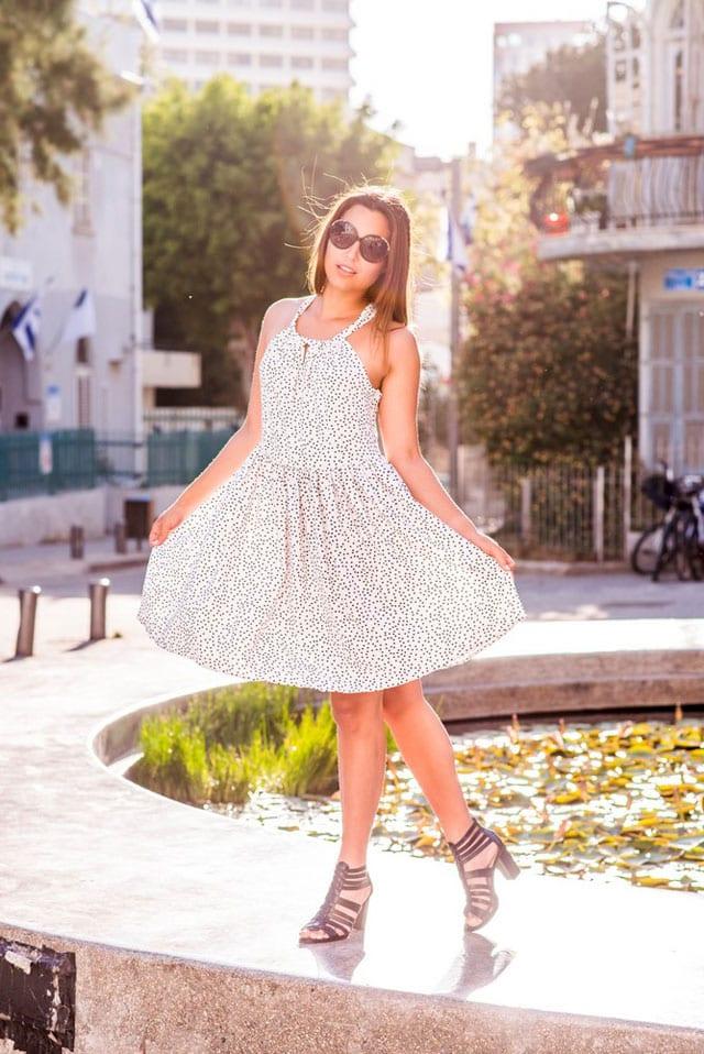 מגזין-אופנה-NOEMI-2- שמלת כוכבים 275 שקל להשיג בבוטיק NOEMI PLUS בזל 32 תל אביב צילום שני צדיקריו