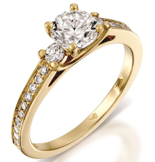 בצילום: טבעת אירוסין זהב צהוב ויהלומים. טבעות אירוסין, טבעות נישואין. רויאלטי (ROYALTY). מחיר: החל מ-3894 שקל. צילום: יח״צ