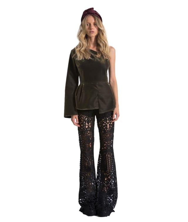 בצילום: מכנסי פדלפון של מאיה נגרי. צילום: יח״צ