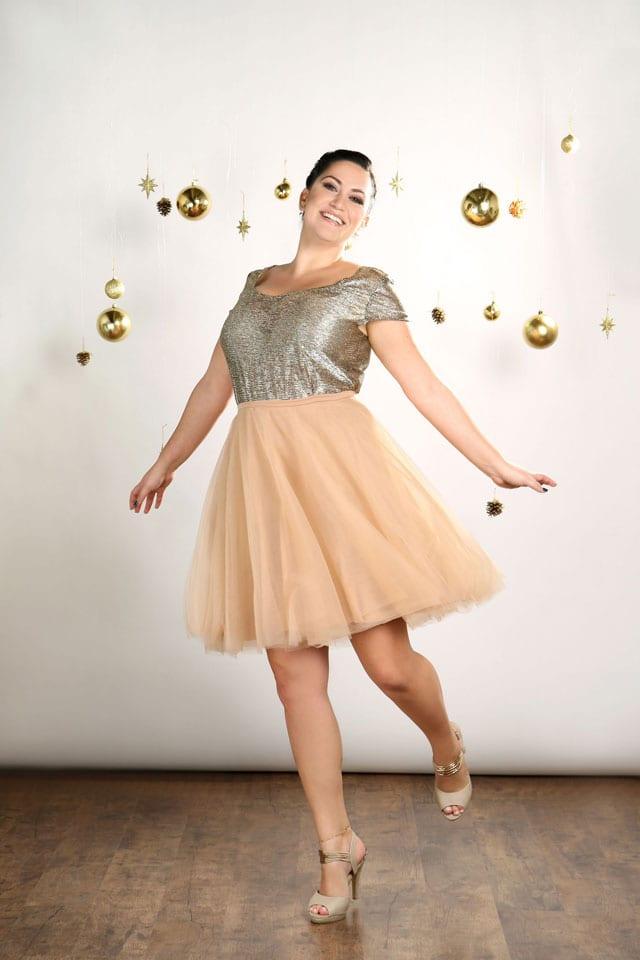 EFIFO. מגזין אופנה. טליה, שמלות במידות גדולות בסטייל נוצץ לסילבסטר-2