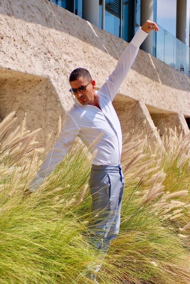 בצילום: הסטייליסט שחר רבן. חולצה: ZARA, מכנסיים: SOLO CHROME