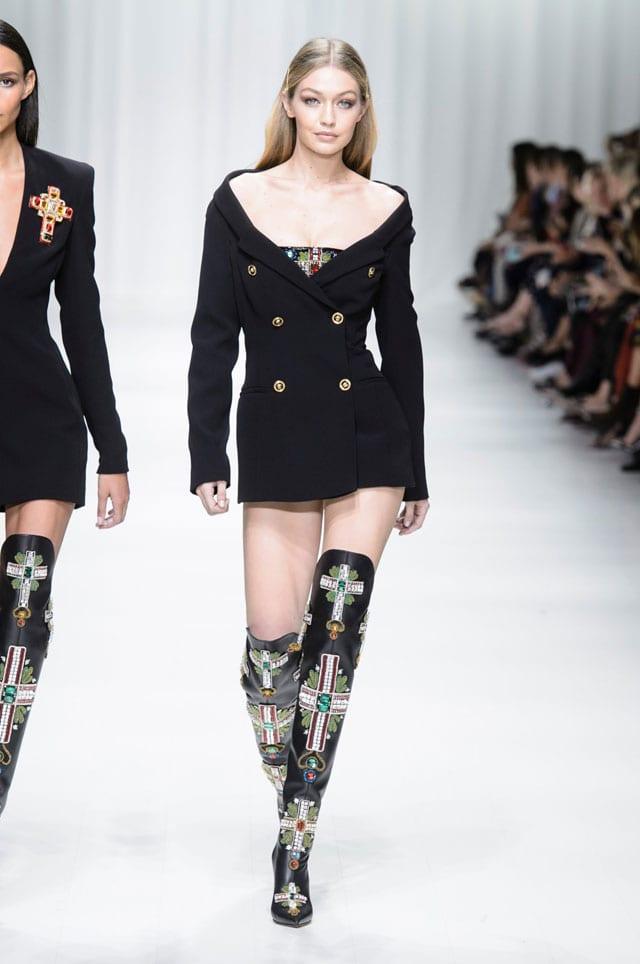 בתמונה: תצוגת Versace. אביב 2018. צילום יח״צ חו״ל