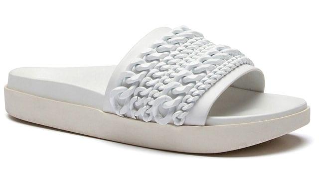 כפכף לבן של קנד וקיילי לרשת שואו אוף מחיר: 649.90 שקל, אתר אופנה, efifo, צילום יחצ חול -1