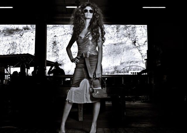 חצאית ג׳ינס: lee cooper, חצאית טוטו: תמנון, משקפי שמש חגורה ותיק: אליזבת הראשונה-חנות יד שניה גופיה: le chateau
