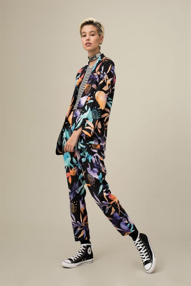 חליפת מכנסיים מחויטת של Belle&Sue - 5Preview. צילום: גיא נחום לוי