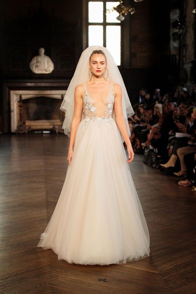 ברטה הציגה בשבוע האופנה לכלות בניו יורק את קולקציית 2017-16