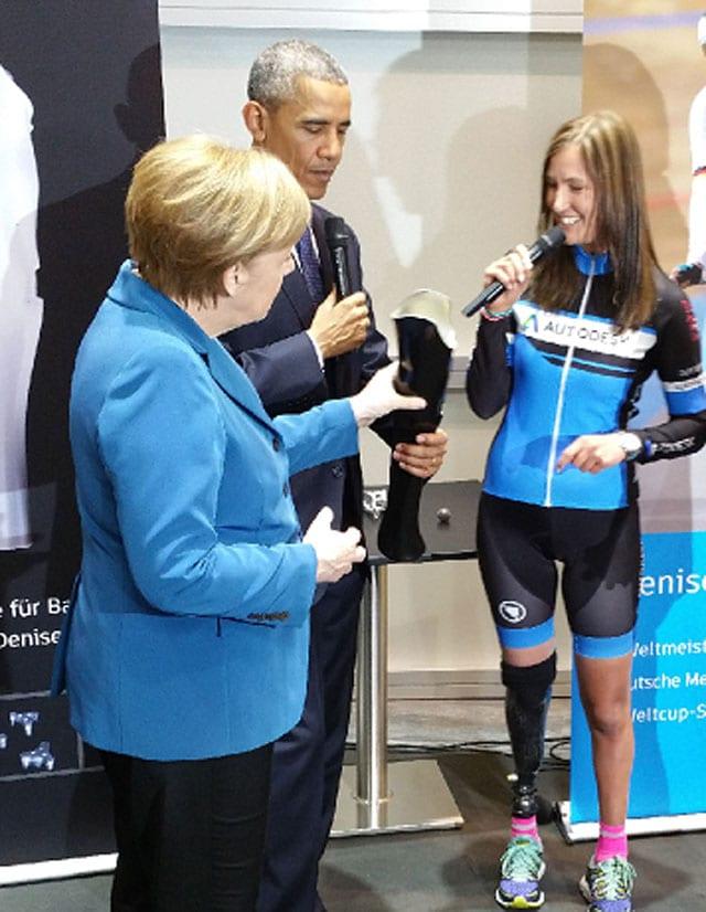 """דניס שינדלר במפגש עם נשיא ארצות הברית, ברק אובמה וקנצלרית גרמניה אנגלה מרקל. צילום: יח""""צ אוטודסק"""