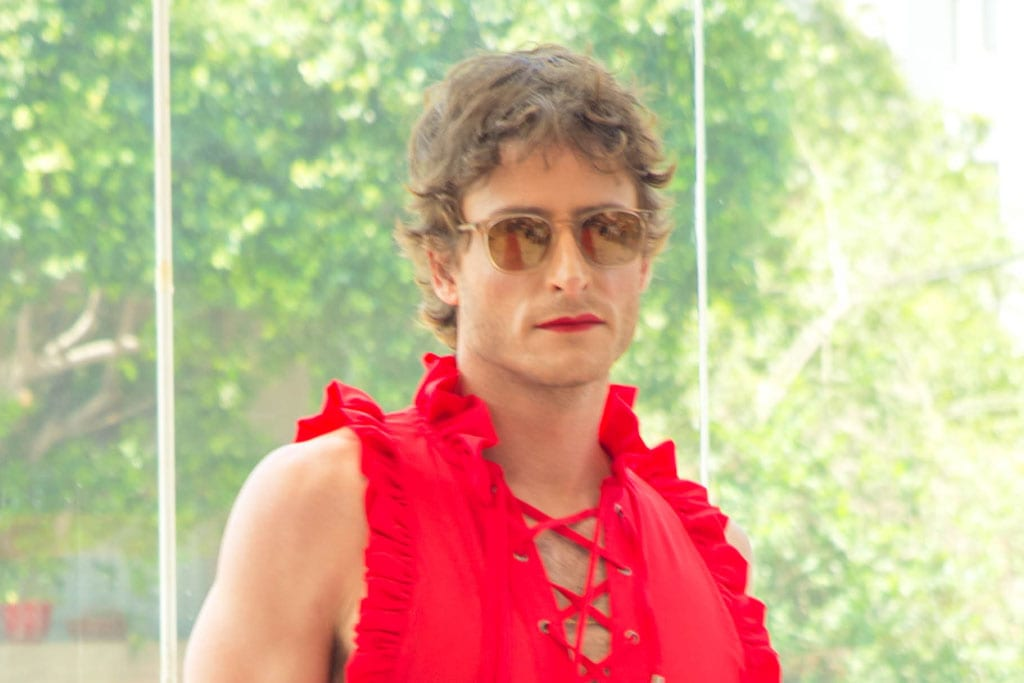 מיכאל אלוני בתיאטרון הבימה בתצוגת אופנה: ״היפוך מגדרי״ בשיתוף המרכז הגאה, efifo, אתר אופנה. צילום: דביר גיחז - 16