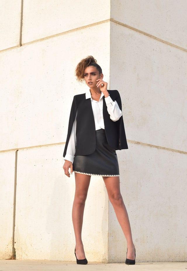 בתמונה: ז'קט, חולצה וחצאית: zara, נעליים: Mango