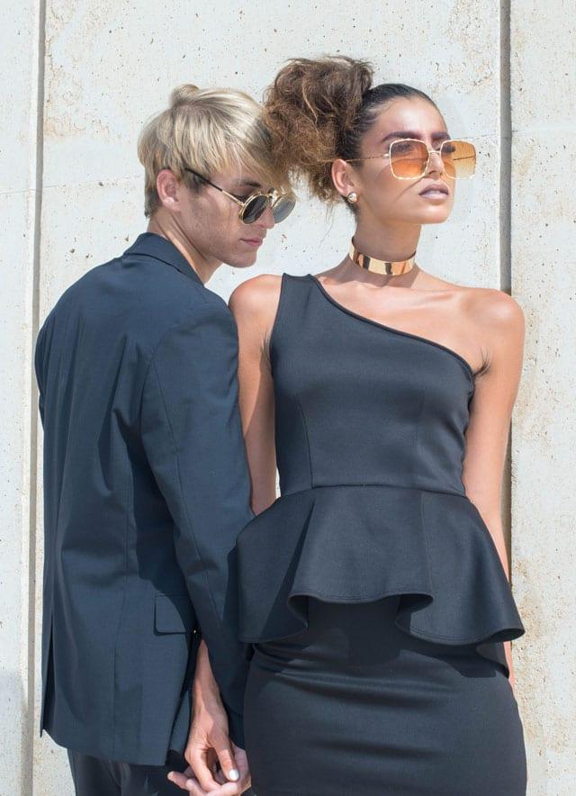 בצילום: שמלה: forever21, חליפה: sketch, משקפיים: אוסף פרטי, עגילים וקולר: אלדו