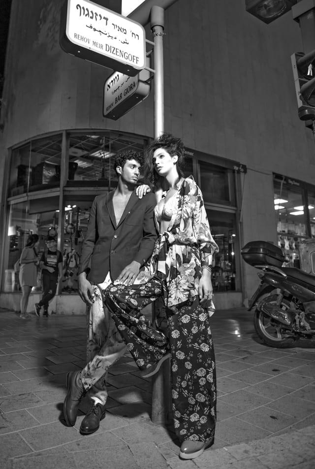 בצילום: תאלין - שמלה: זארה, מכנסיים: המשביר לצרכן, תכשיטים: הבורסה ליהלומים, נעליים: יונייטד ניוד. אסיל - בלייזר: בגיר, מכנסיים: זארה, נעליים: נעלי גלי