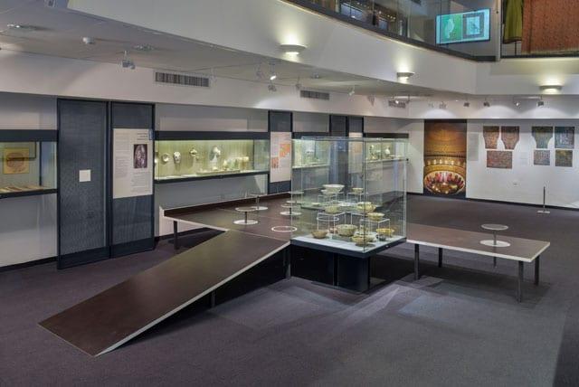 יצירת אמות מתוך התערוכה: מיקום חדש: חפצים ישנים   יצירות חדשות. המוזיאון לתרבות האיסלם, אוצר התערוכה: אלון רזגור - 4