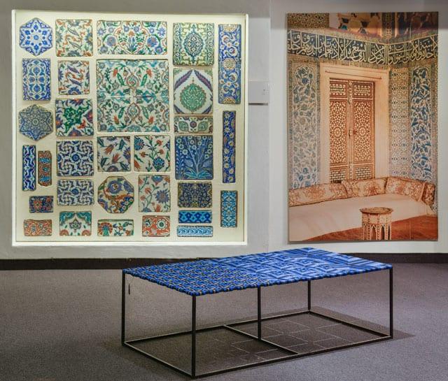 עבודה מתוך התערוכה: מיקום חדש: חפצים ישנים   יצירות חדשות. המוזיאון לתרבות האיסלם, אוצר התערוכה: אלון רזגור
