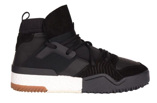 נעל.אלכסנדר וונג, מעצב העל הניו יורקי עיצב לאדידס קולקציית קפסולה. שיתוף הפעולה בין Alexander Wang ובין adidas Originals יושק ב-15 לאפריל. להשיג באתר של פקטורי 54-4