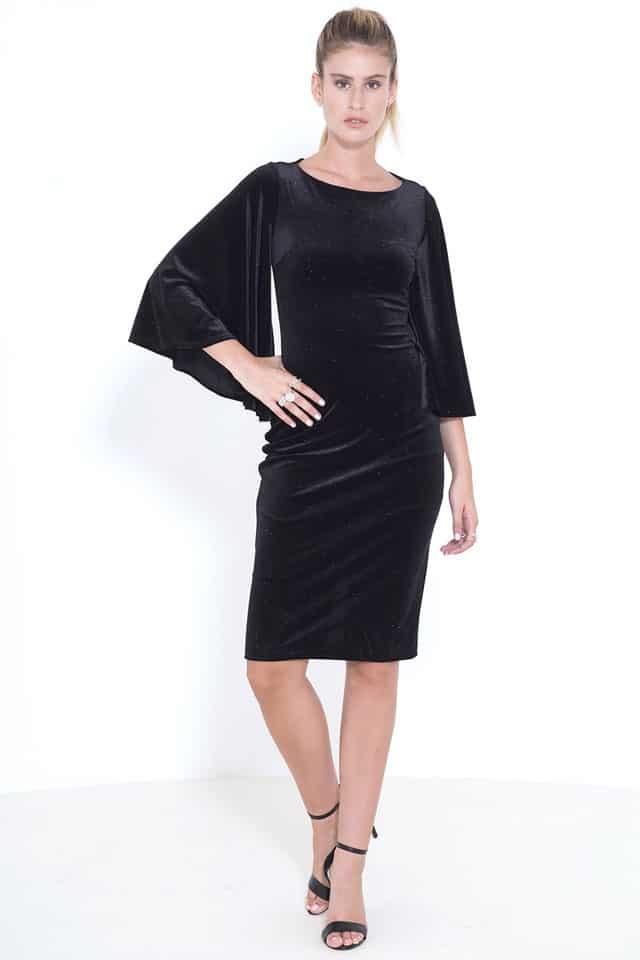 בצילום: שמלת קטיפה שחורה של גולברי. צילום: נמרוד קפלוטו