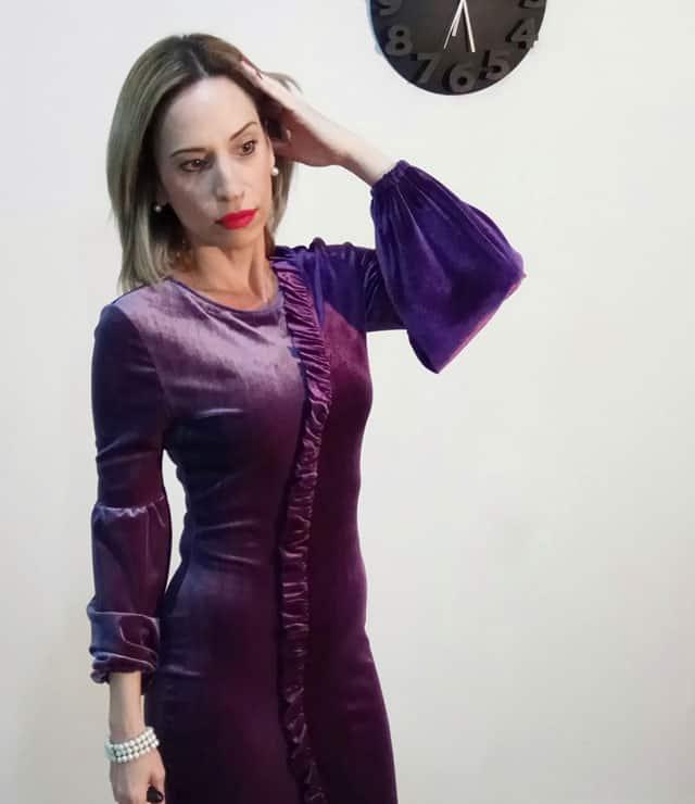 בצילום: שמלת קיטפה בורדו של אפרת אושרי. צילום: יח״צ-1