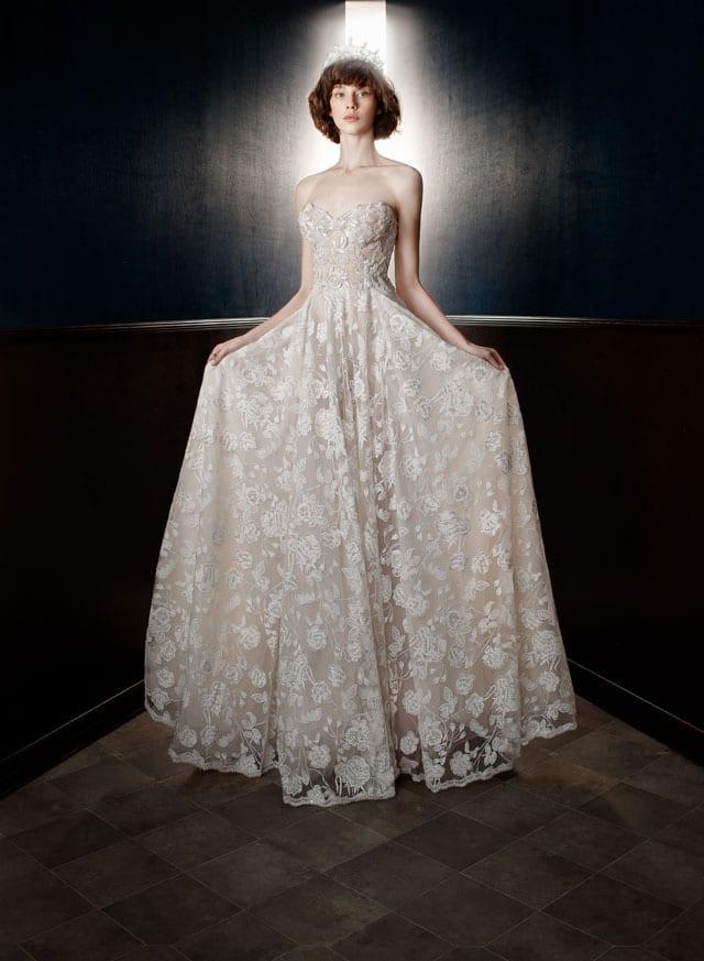בצילום: שמלת כלה של גליה להב. 2017-18. צילום: יח״צ -28