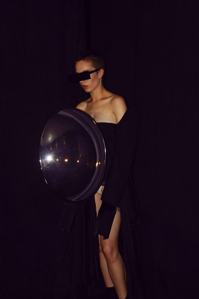 בתמונה: תצוגת אופנה של בוגר שנקר 2017. צילום: עומר רביבי - 10