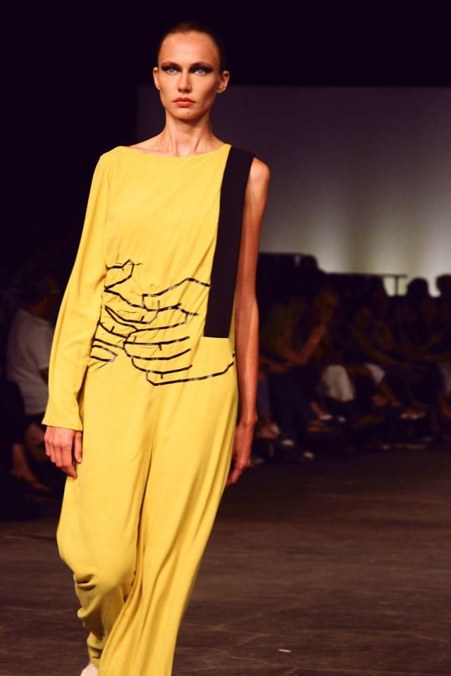בתמונה: תצוגת אופנה של בוגר שנקר 2017. צילום: עומר רביבי - 7