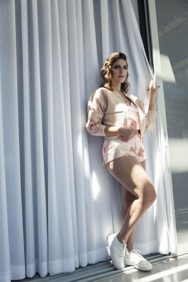 ריי שגב - ז׳קט: סטלה מקארת׳י ל׳אדידס׳, נעליים: נייק, חליפה: וינטג׳