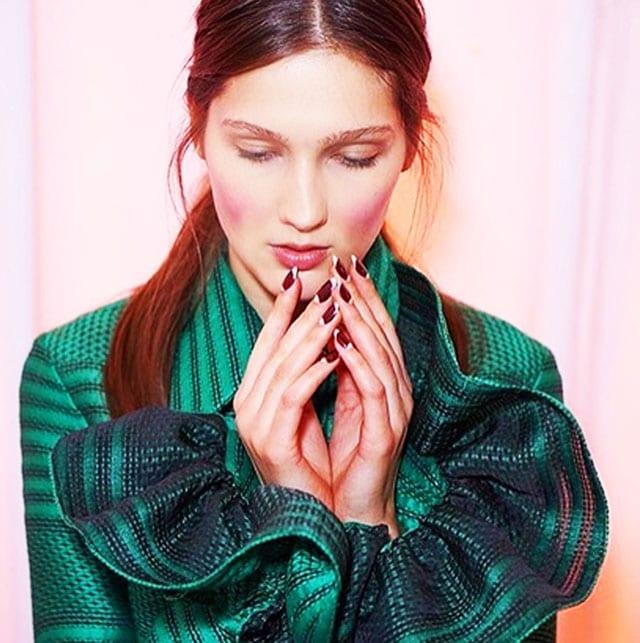 מגזין אופנה, ארגמן בפרנץ' כפול5