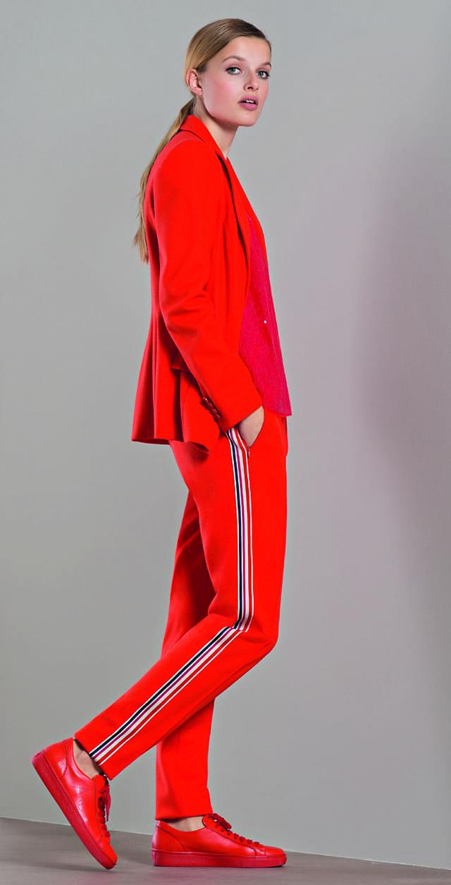 חליפת מכנסיים מחויטת של MARC CAIN - מארק קיין. צילום: יח״צ