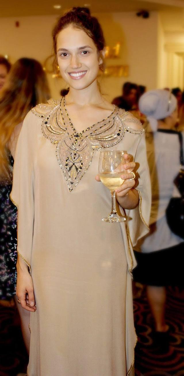 אלון ליבנה, אלון ליבנה שמלות כלה, שמלת כלה של אלון ליבנה, צילום סנדרה שאולסקי, מגזין אופנה, מגזין אופנה אונליין, מגזין אופנה ישראלי, כתבות אופנה, Fashion, מגזין אופנה 2018, מגזין אופנה ועיצוב, Fashion Magazine - Efifo, אופנה -4