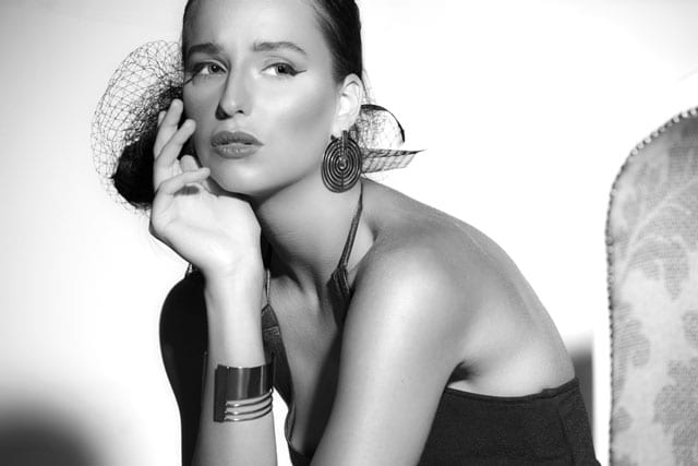 שמלה: לוני וינטג', תכשיטים וינטג': שרון סטאר -3