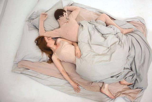 Noortje de Keijzer. My Knitted Boyfriend01. photo: Anne Dokte, שבוע העיצוב ירושלים, Efifo מגזין אופנה