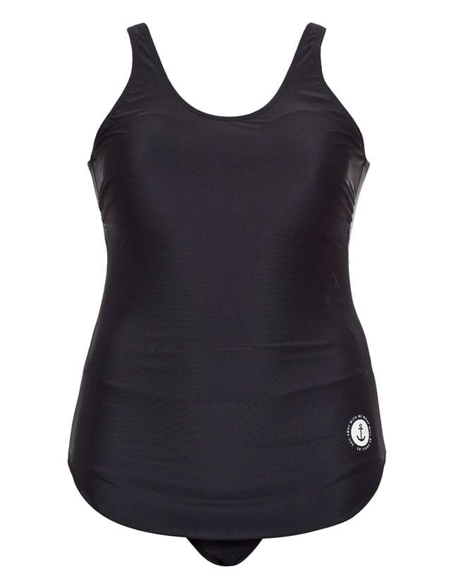 בגדי ים של ONOT, בגדי ים למידות גדולות, בגד ים שלם, ONOT SUMMER. בגד ים שלם שחור: 279.90 שקל. צילום אודי דגן