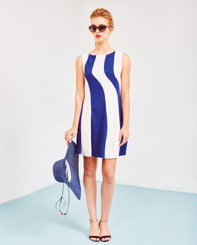 שמלה כחול לבן. 259 שקל. PROFIL. צילום: שי קדם